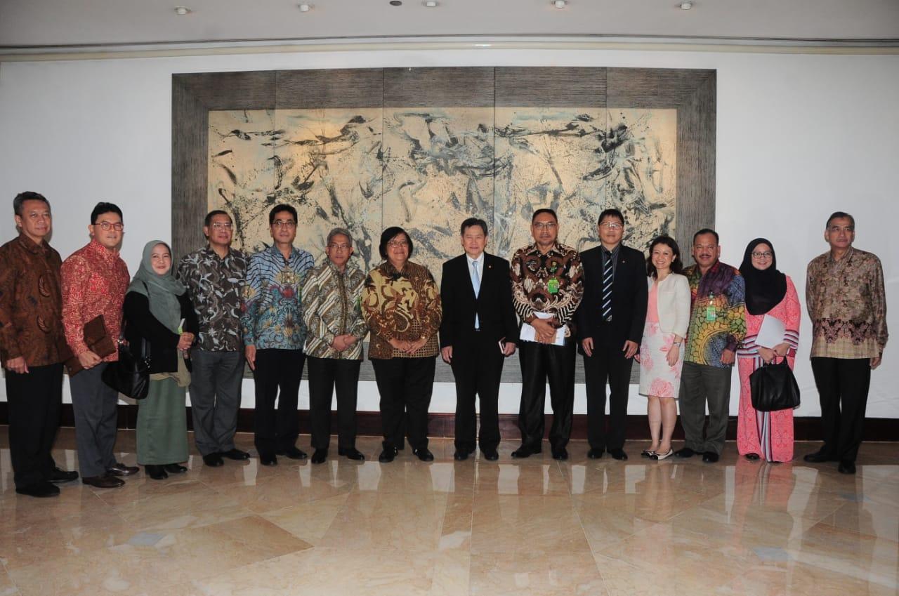 Menteri LHK dan Sekjen ASEAN Bahas Isu Kehutanan dan Lingkungan Indonesia