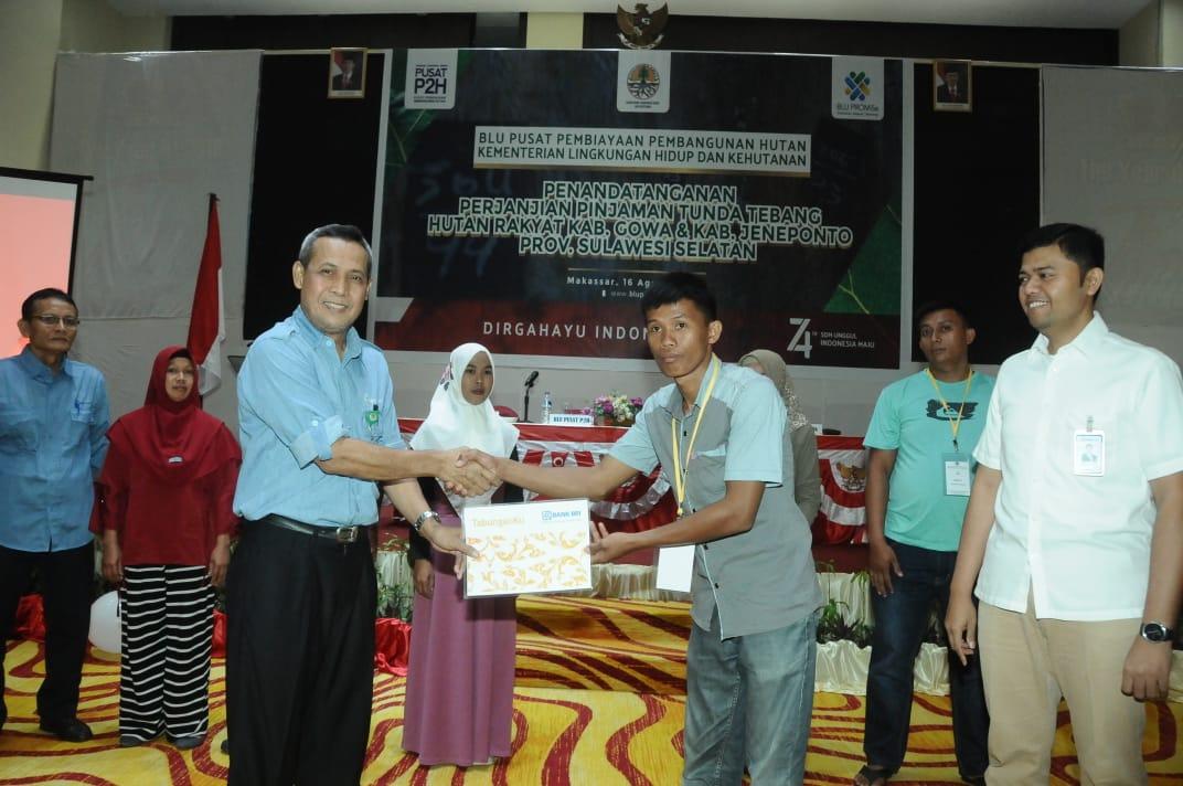 KLHK Salurkan Pinjaman Rp. 2,35 Miliar untuk Kelompok Tani Hutan di Sulawesi Selatan