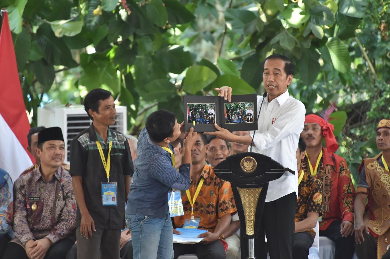 Presiden RI Serahkan TORA dari Kawasan Hutan Untuk Kalimantan