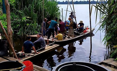 Petugas Resort Siak Mendampingi Tamu ke Taman Nasional Zamrud