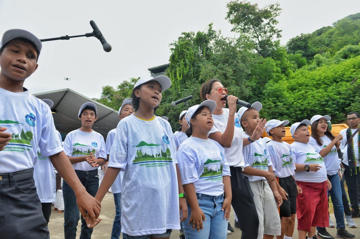 Nyanyian Anak SLB Labuan Bajo Ajak Indonesia Peduli Sampah