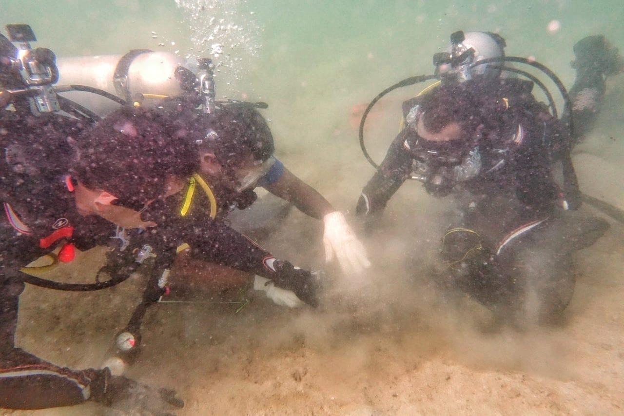 Komunitas Selam KLHK Bersihkan Sampah Laut di Labuan Bajo