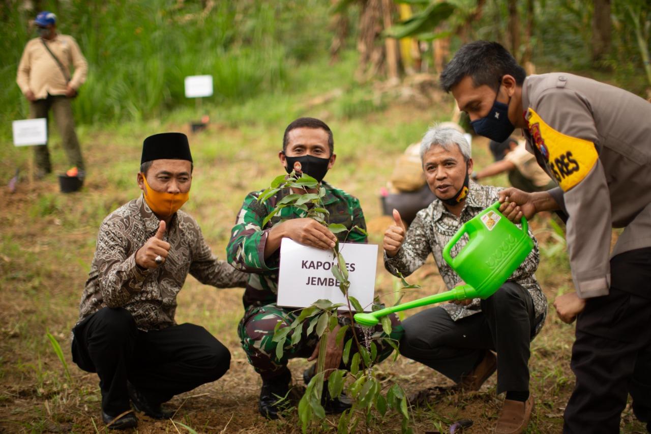 TN Meru Betiri Kelola Hutan dengan Berdayakan Masyarakat Sekitar Kawasan