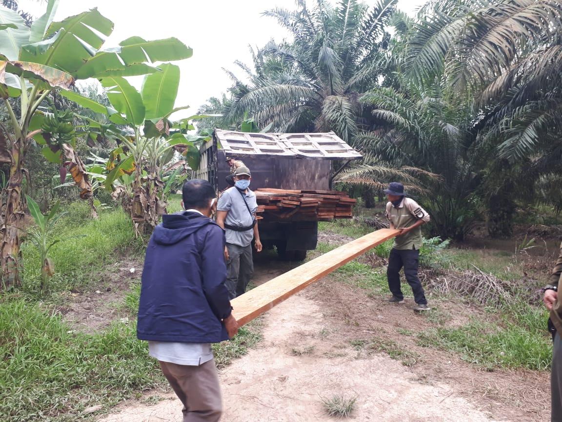Gakkum KLHK dan Tim Gabungan Tindak Tiga Sawmill di SM Giam Siak Kecil