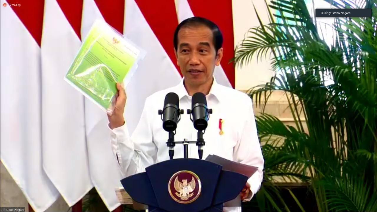 Presiden Serahkan SK Hutan Sosial, Hutan Adat Dan TORA Di 30 Provinsi