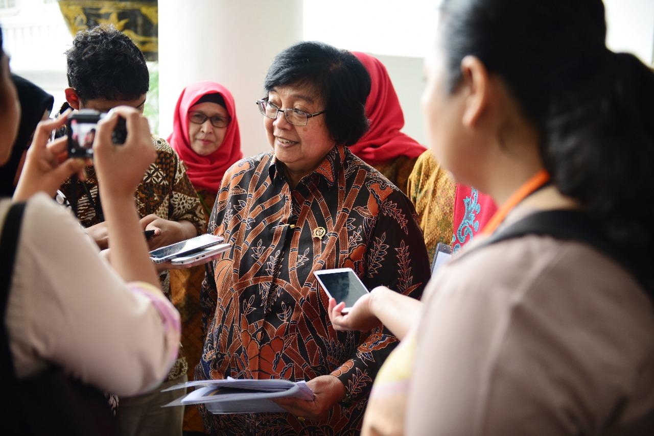Menteri Siti Ajak Masyarakat Pantau Langsung Titik Api