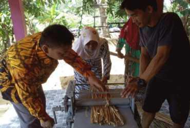 Tingkatkan Produktivitas, BP2LHK Banjarbaru Kenalkan Alat Pletes Purun