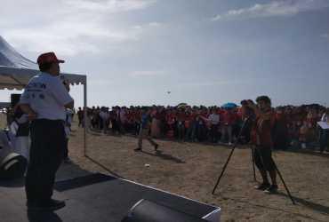 1221 Peserta AWMUN III Turut Dalam Kegiatan Bersih Pantai Mertasari,
