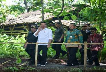 Revitalisasi Lahan Kritis Di Daerah Tangkapan Air Waduk Gajah Mungkur