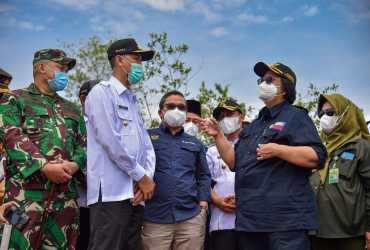 Kunjungi Riau, Menteri LHK Rapat Maraton di Lapangan